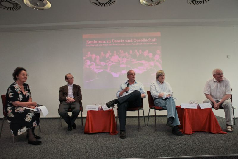 v.l.n.r.: Luc Jochimsen, Dr. Hans-Otto Bräutigam, Christian Bommarius, Prof. Dr. Martin Kutscha, Klaus Emmerich
