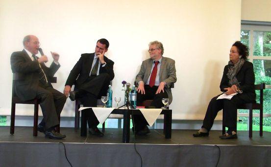 Das Podium v.l.n.r.: Gregor Gysi, Andrej Hermlin, Prof. Dr. Mario Keßler und Luc Jochimsen